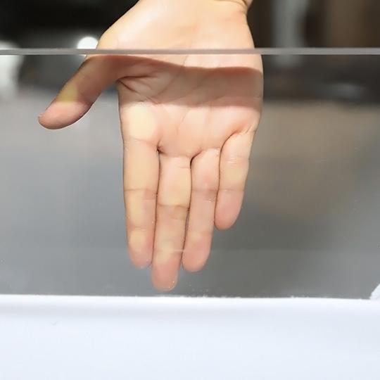 压克力板材的透明度